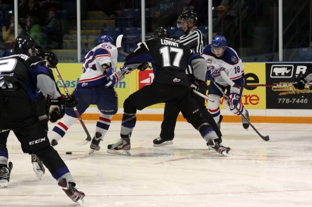 Adam Lowry battling the Pats (Photo by Darwin Knelsen)