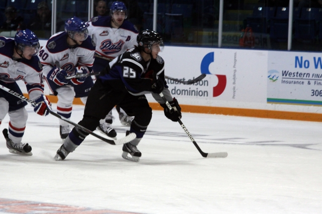 Zac Mackay breaking away from the Pats (Photo by Darwin Knelsen)