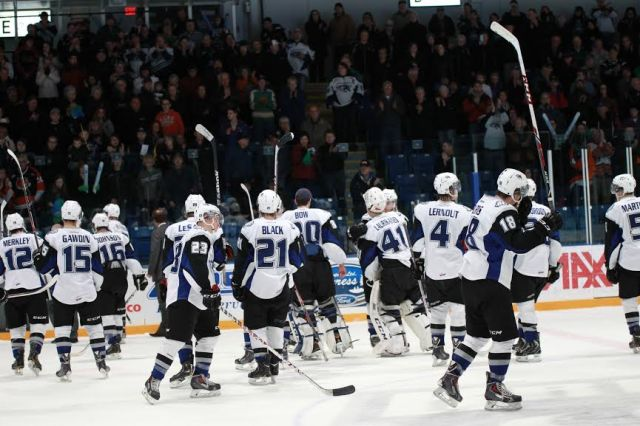 The Broncos salute the crowd (Photo by Darwin Knelsen)