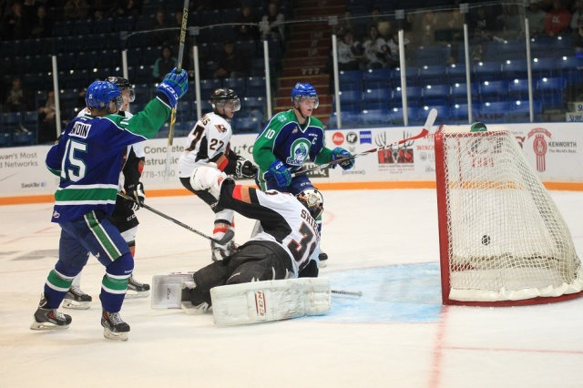 Cave scores to extend Swift Current's lead (photo by Darwin Knelsen for scbroncos.com)