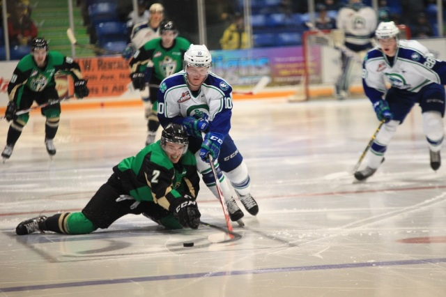 Colby Cave and Coda Gordon (photo by Darwin Knelsen for scbroncos.com)