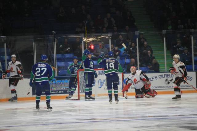 Photo by Darwin Knelsen for scbroncos.com
